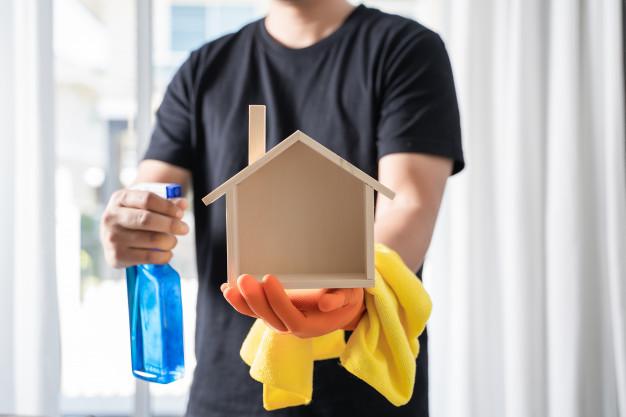 מה עדיף שירותי ניקיון או עוזרת בית