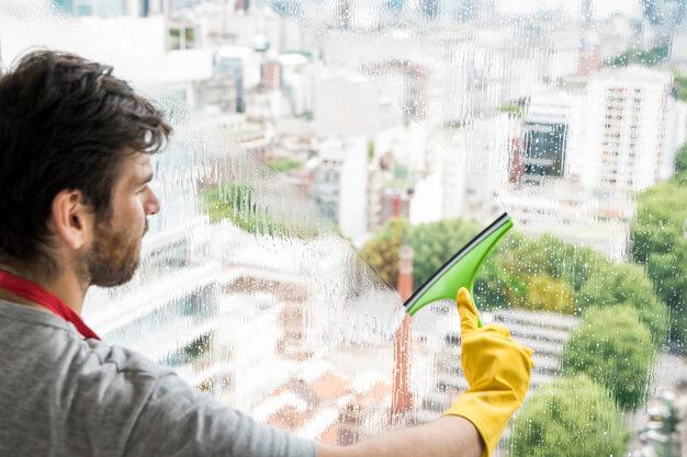 טיפים לניקוי חלונות מרפסת